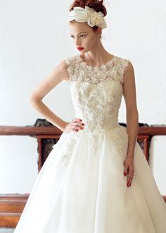 Os presentamos la nueva colección de vestidos de novia de la firma Charlotte Balbier.