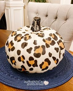Tutorial for how to make a DIY leopard print pumpkin without any painting required. The use of temporary tattoo paper makes for an easy and fun project. Pumpkin Art, Cute Pumpkin, Pumpkin Crafts, Pumpkin Carving, Pumpkin Ideas, Fall Pumpkins, Halloween Pumpkins, Fall Halloween, Halloween Crafts