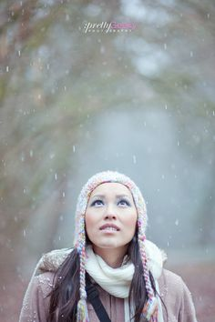 Winter shoot inspiration for Portrait Photography Poses, Winter Photography, Photo Poses, Girl Photography, Photography Ideas, Wedding Photography, Snowy Pictures, Winter Walk, Winter Scenery