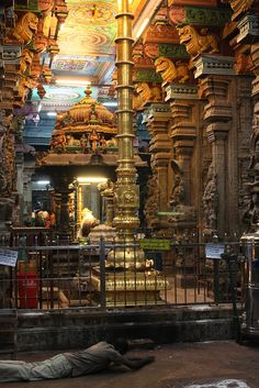 Category:Interior of the Madurai Meenakshi Temple Indian Temple Architecture, India Architecture, Temple Drawing, Sacred Groves, Architectural Sculpture, Rangoli Designs Images, Amazing India, Holiday Places, Madurai