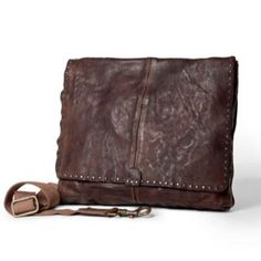 Whether you're a student or a businessman looking for the perfect accessory for your daily commute, this Campomaggi leather messenger bag fits all of your needs.  Average shoulder strap drop: 36 - 66cm  Cotton lining