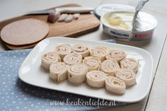 Wraprolletjes met kipfilet en roomkaas Tortillas, Lunch, Cookies, Desserts, Wraps, Food, Mince Pies, Biscuits, Coats