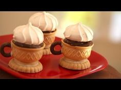 These Edible Tea Cups Are So Dainty, But I'll Be Eating It For Dessert! When you're finished with you dessert, why not eat the cup. These edible tea cups are so adorable that you'll want to eat all of your desserts from them. Dessert Party, Party Desserts, Dessert Recipes, Dessert Cups, Edible Tea Cups, Tee Sandwiches, Healthy Afternoon Snacks, Tea Party Birthday, Cake Birthday