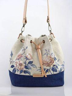 Best 12 Blubery / Ručne maľovaná ľanová kabelka z ľanu Patchwork Bags, Quilted Bag, How To Make Handbags, Fabric Bags, Cute Bags, Handmade Bags, Fashion Bags, Purses And Bags, Sewing Patterns