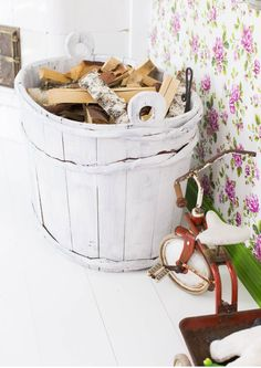 Firewood Storage, Bassinet, Repurposed, Diy And Crafts, Old Things, Retro, Furniture, Home Decor, House Ideas