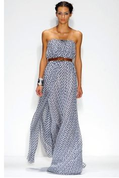 This is so cute from the top to the bottom. The style and color is gorgeous.The print is simple and I just love thing