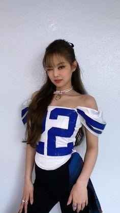 Blackpink Jennie, Black Pink Jennie Kim, Blackpink Fashion, Fashion Outfits, Black Pink Kpop, Blackpink Photos, Blackpink Jisoo, Stage Outfits, South Korean Girls