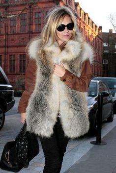 Kate Moss Patterned Scarf - Kate Moss Looks - StyleBistro Moss Fashion, Fur Fashion, Fashion Outfits, Womens Fashion, Street Fashion, Looks Chic, Looks Style, Estilo Kate Moss, Rock Chic