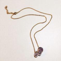 光の角度で色々な色に輝くU.S.Aメイドのビーズを使用したネックレスです。サイズ:40cm素材:ガラス、真鍮(金メッキ)|ハンドメイド、手作り、手仕事品の通販・販売・購入ならCreema。
