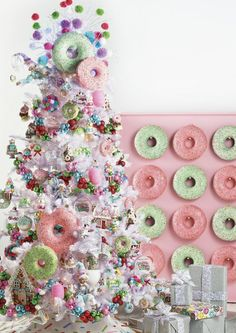 Are you looking for ideas for christmas wallpaper?Browse around this site for unique Christmas inspiration.May the season bring you serenity. Candy Land Christmas, Country Christmas Trees, Christmas Tree With Snow, Ribbon On Christmas Tree, Christmas Tree Themes, White Christmas, Christmas Wreaths, Christmas Crafts, Holiday Decorations