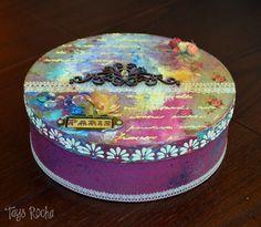 Caixa redonda em Mixed Media | Tays Rocha #mixedmedia #craft #artesanato #scrapbooking #scrapdecor #taysrocha