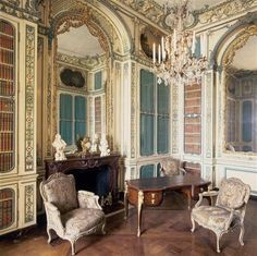 The Library of Marie Antoinette, Versailles Chateau Versailles, Palace Of Versailles, French Architecture, Architecture Design, Home Decoracion, French History, Royal Residence, Classic Interior, Marie Antoinette