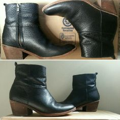 """Madewell Perrie Boot In rich, grainy leather with a low stacked heel, this rustic-meets-refined boot is a genius addition to your closet.   -Leather upper. -2"""" heel. -Leather lining. -Man-made sole.  4.5/5 stars based on 40 reviews! Check the reviews out on Madewell's website!  Gently worn and absolutely beautiful. These are a true size 6, but run quite narrow. Please let me know if you'd like additional pictures or have any questions! Open to reasonable offers! Madewell Shoes"""
