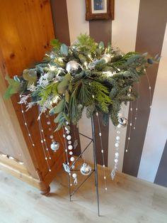 Kerstmis bloemstuk gemaakt bij Inez van de Sande in Hoeven.