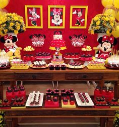 Minnie vermelha Minnie Mouse Candy Bar, Minnie Mouse Birthday Theme, Fiesta Mickey Mouse, Red Minnie Mouse, Wild One Birthday Party, Mickey Mouse Parties, Mickey Party, Mickey Mouse Clubhouse, Strip Steak