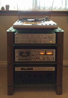 Four-Shelf-Walnut-STAX-400-HiFi-Rack,-Etched-Glass,-with-Technics-separates