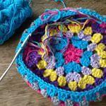 #mutshaken #kleurrijkemuts #lekkerbezig #haken #crochet #grannymuts #kindermuts #mutsvankatoen #hakenisleuk #voorbeeldmuts #handmadebygood2get