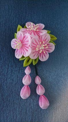 Tsumami kanzashi flower headbandKanzashi by RibbonAndCrystals Ribbon Art, Diy Ribbon, Fabric Ribbon, Ribbon Crafts, Flower Crafts, Cloth Flowers, Felt Flowers, Diy Flowers, Fabric Flowers