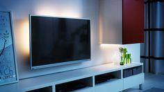Tv, jonka takana LED-valolistat