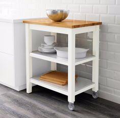 Stenstorp – servírovací stolek na kolečkách – jakmile jej nepotřebujete, poodjedete. Cena 3 990 Kč; Ikea