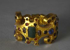 Bracelet from ancient Rome, with gold and semi precious stones, ca 2nd-4th century A.D.