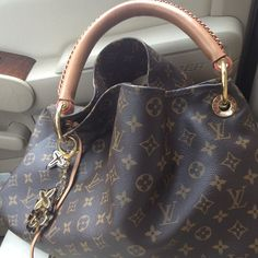 fce16d578cf8b Louis Vuitton Purse Like new Monogramed Artsy purse purchased march 2012  and has matching wallet !