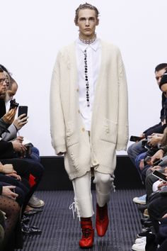 See the complete J.W.Anderson Fall 2016 Menswear collection.