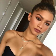 awesome insar-hussain:  truvel:  Zendaya is perf-.  Zendaya always...