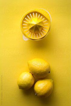 Lemons by Pavel Gramatikov 💛 Fine Art 📸 Photographie aux nuances de jaune no 31 📸 Yellow Photography, Art Photography, Yellow Foods, Yellow Things, Jaune Orange, Rainbow Aesthetic, Yellow Submarine, Mellow Yellow, Color Yellow
