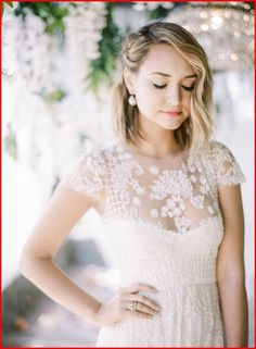 Best short hairstyles for bridesmaids, wedding hair down, short wedding Simple Wedding Hairstyles, Vintage Hairstyles, Trendy Hairstyles, Weave Hairstyles, Wedding Hairstyles For Short Hair, Gorgeous Hairstyles, Short Hair Cuts, Short Hair Styles, Pixie Cuts