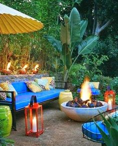 Great outdoor space, outdoor patio, firepit, fire ...