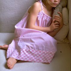 nuisette pour fille à carreaux vichy rose Marie Claire, Little Girl Dresses, Little Girls, Clu, Night Gown, Baby Dress, Kids Fashion, Vichy Rose, Lingerie