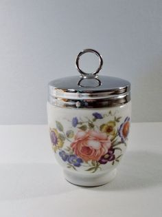 Royal Worcester BOURNEMOUTH King Size Egg Coddler. Excellent condition, very clean. We try to take detailed photos. We can sometimes overlook something or make a mistake. Condition can be a subjective opinion and often we have no others to compare to.