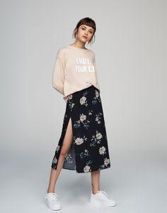 Юбка с цветочным принтом и разрезом сбоку - Последние новинки - Одежда - Для Женщин - PULL&BEAR Российская Федерация