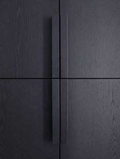Piet Boon Styling by Karin Meyn Black wooden cabinet detail.dk/home Dedicated to deliver superior interior acoustic experince. Joinery Details, Interior Inspiration, Design Inspiration, Door Detail, Wooden Cabinets, Cupboards, Wardrobe Design, Cupboard Doors, Black Kitchens