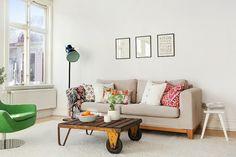 Scandinavian living room with vintage variety | Alvhem Mäkleri och Interiör