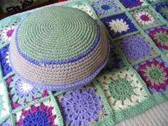 Mantas, puff, almohadones y alfombras tejidas a crochet