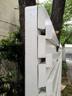 Raised Garden Beds For Those Of Us With Sloped Yard Fence - Onechitecture Modern Wood Fence, Modern Fence Design, Modern Landscape Design, Modern Landscaping, Wood Fences, Backyard Pergola, Patio, Mid Century Landscaping, Teak