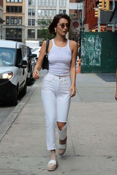 Bella Hadid Out in New York. Celebrity Fashion and Style | Street Style | Street Fashion