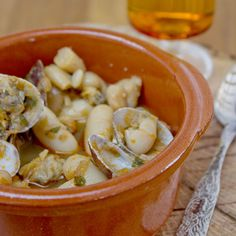 Beans with Clams.  Delicious dish of Asturias, Spain  (in Spanish)