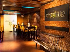 Chef Douglas has setup the most awesome restaurant in the whole Miami. The beautiful setting of the eatery arouses the temptation to eat world class meal from the Master Chef himself. Starting from the CEVICHES, Tuna and Watermelon 20 to Cuban Gnocchi 21 everything spells a spicy tribute to the colorful culture of Cuba.