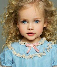 This just might be a little doll . Pretty Kids, Beautiful Little Girls, Cute Little Baby, Little Doll, Baby Kind, Pretty Baby, Cute Baby Girl, Beautiful Children, Beautiful Babies