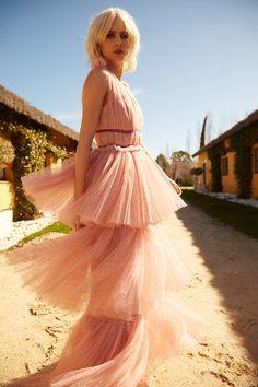 012f1ac7d Colección Apparentia Bridal. Vestido en plumetti rosa empolvado. Vestido de  fiesta de gala