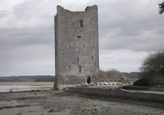 Belvelly Castle in County Cork is said to be haunted by Lady Margaret Hodnett. In the 17th century Lady Hodnett was beautiful, wealthy and something of a floozy with an extensive collection of mirrors.