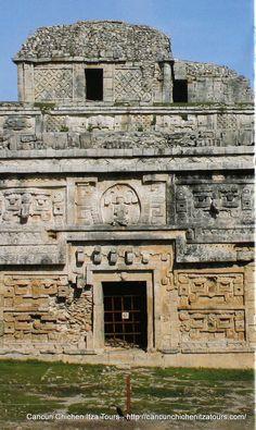 Chichen Itza . Yucatan Mexico