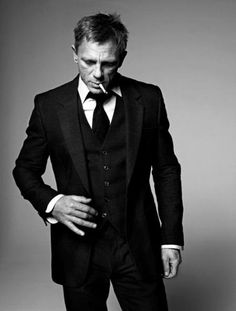 """Daniel Craig is James Bond. """"Looking good in a suit"""" is one of the requirements to be James Bond. Sharp Dressed Man, Well Dressed, Poses, Trendy Mood, Raining Men, Matthew Mcconaughey, Channing Tatum, Actors, Gentleman Style"""