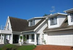 Shelbourne Lodge - Shelbourne Lodge is situated in the beautiful suburb of La Lucia and offers various accommodation options to suit your needs. Two units are available, namely Unit 1 Lighthouse Suite which is a two-bedroom .