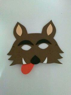 """Mascara lobo mau em E.V.A e elástico tipo lastex <br>Medidas: 14 cm altura x 18 cm largura (medidas das extremidades) <br>Tamanho intermediário veste crianças e adultos. <br>OBS: Vejam também """"Capa chapeuzinho vermelho"""" para este tema"""