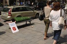 """""""Wir sind für alle da, nicht nur während der WM – die Heilsarmee"""".  Aktion der Heilsarmee  in der Münchener Innenstadt während der Fußball-WM 2006."""