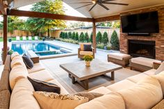 If you are looking for Pool Outdoor Kitchen, You come to the right place. Here are the Pool Outdoor Kitchen. This post about Pool Outdoor Kitchen was posted under the. Backyard Pool Landscaping, Backyard Patio Designs, Patio Ideas With Pool, Pool And Patio, Lanai Ideas, Pool Porch, Pool Lounge, Diy Pool, Swimming Pools Backyard